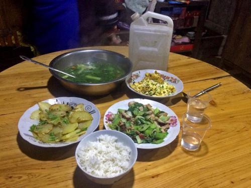 09-宰荡侗寨-主人自家的酒菜