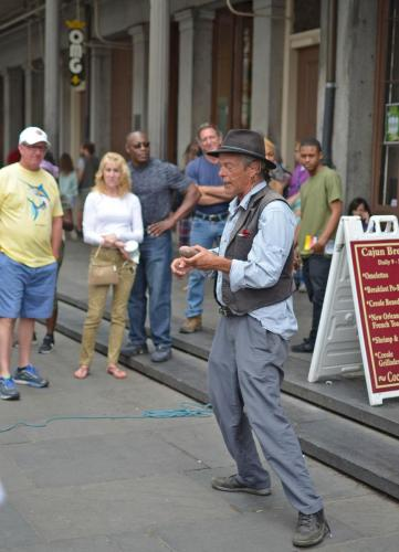 05-新奥尔良-街头表演的魔术师