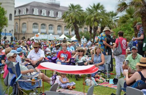 06-新奥尔良-享受音乐节的人们